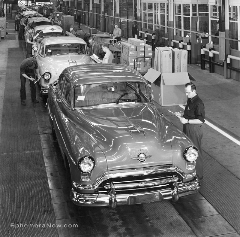 Plan59.com :: Historical Photos :: 1951 Oldsmobile factory ...